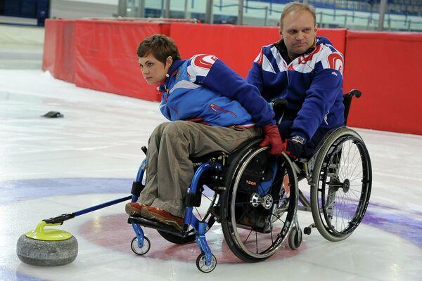 Керлинг на колясках. Сергей Овсянников и Дарья Щукина