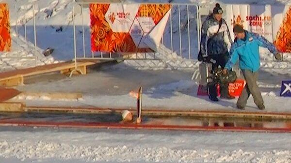 """Сноубордисты, альпинисты и """"моржи"""" пронесли огонь ОИ-2014 по Тюмени"""
