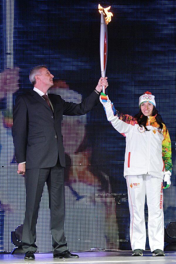 Глава города Нижний Тагил Сергей Носов и олимпийская чемпионка в беге на 800 метров Мария Савинова