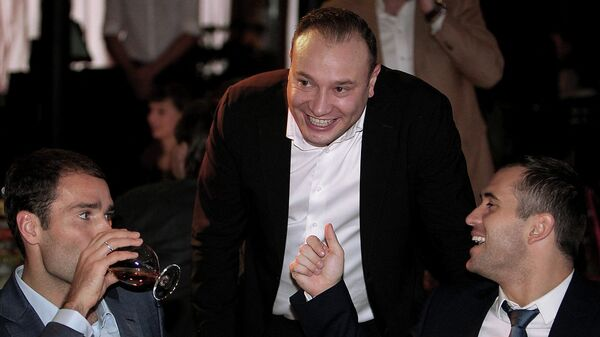 Телекомментатор Константин Генич (в середине)