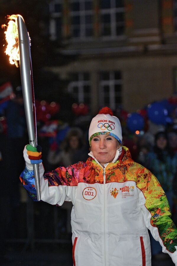Зинаида Амосова во время эстафеты олимпийского огня в Екатеринбурге