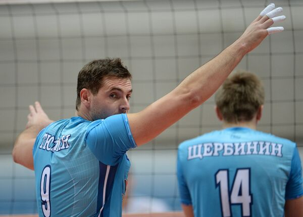 Нападающий ВК Динамо Сергей Тютлин (слева) и блокирующий Дмитрий Щербинин