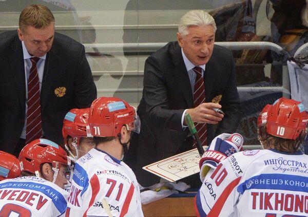 Главный тренер сборной России Зинэтула Билялетдинов (справа)