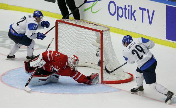 Игровой момент матча Канада - Финляндия