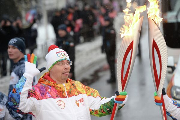 Актер Comedy Club Production Игорь Харламов во время эстафеты олимпийского огня в Курске