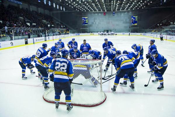 Хоккеисты Казцинк-Торпедо