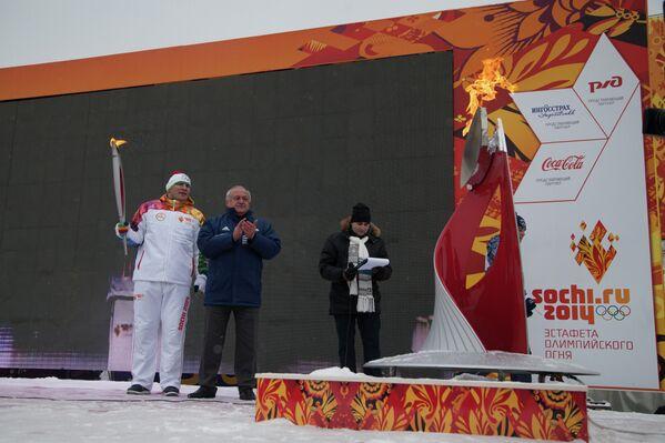 Глава Республики Северная Осетия-Алания Таймураз Мамсуров и олимпийский чемпион по вольной борьбе Артур Таймазов
