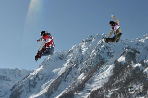 Сноубордисты на тренировке национальных сборных по сноуборду