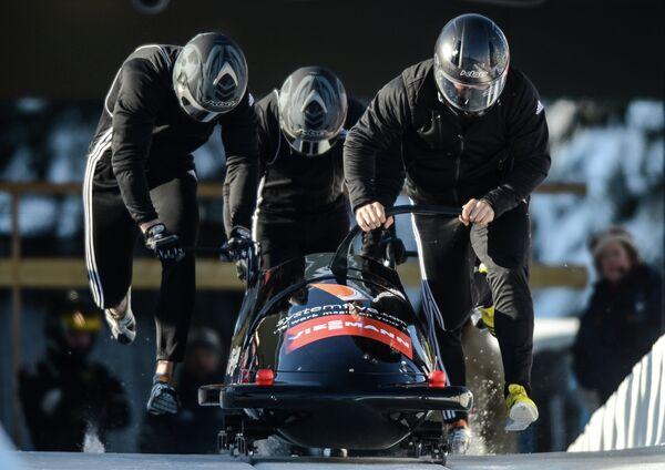 Английские спортсмены Джеймс Джон Джексон, Крейг Пикеринг, Брюс Таскер и Джоэл Ферон (слева направо)