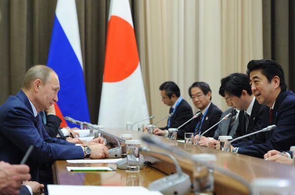 В.Путин встретился с С.Абэ