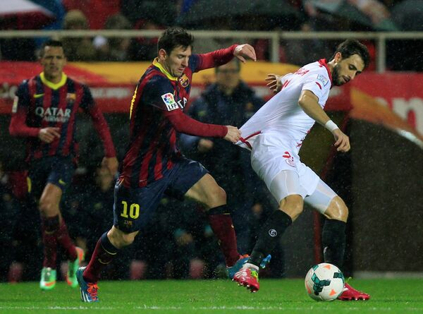 Игровой момент матча Севилья - Барселона