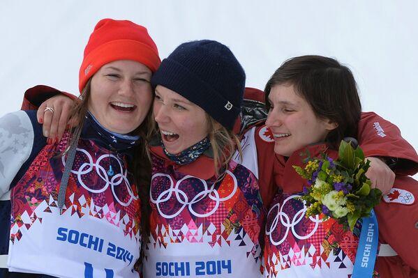 Девин Логан, Дара Хоуэлл и Ким Ламарр (слева направо)