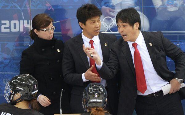 Главный тренер женской сборной Японии по хоккею Изука Юдзи