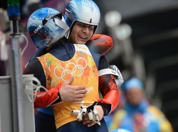 Татьяна Иванова и Альберт Демченко (Россия) на финише эстафетной гонки