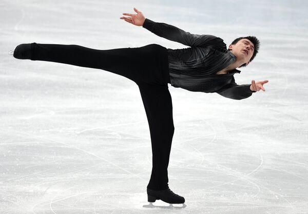 Патрик Чан (Канада) выступает в короткой программе мужского одиночного катания