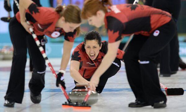 Канадские керлингистки Кейтлин Лоуз, Джилл Оффисер и Доун Макюэн (слева направо)