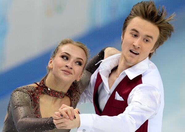 Виктория Синицина и Руслан Жиганшин (Россия) выступают в короткой программе танцев на льду