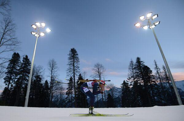 Тура Бергер (Норвегия) на дистанции индивидуальной гонки в соревнованиях по биатлону