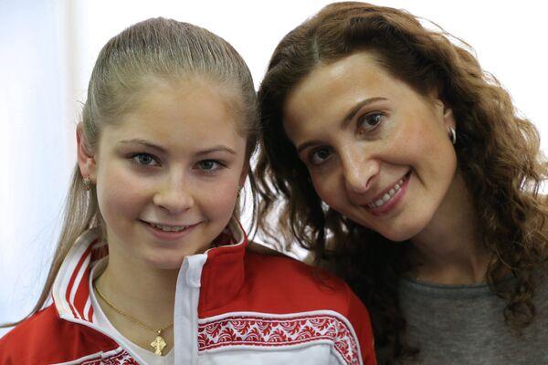 Олимпийская чемпионка по фигурному катанию Юлия Липницкая с тренером Этери Тутберидзе