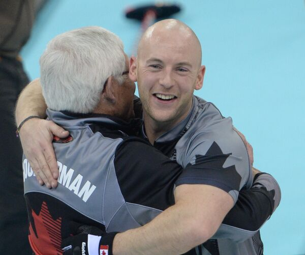 тренер Том Коултерман и Райан Фрай (справа)