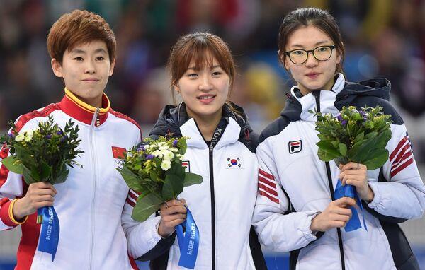 Фань Кэсинь, Пак Сын Хи и Сим Сук Хи (слева направо)