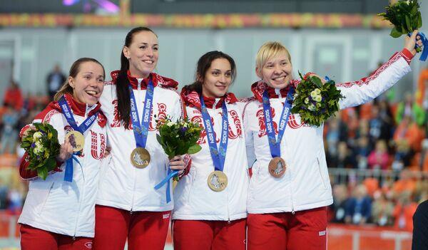 Конькобежки Ольга Граф, Екатерина Лобышева, Юлия Скокова, Екатерина Шихова