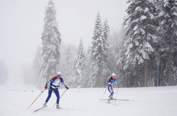 Лыжницы на тренировке