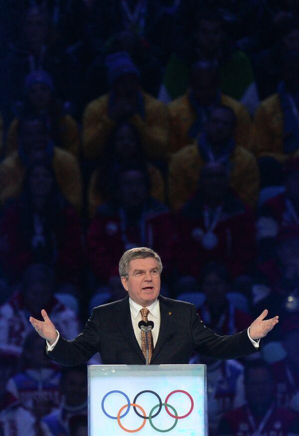 Президент Международного олимпийского комитета Томас Бах выступает с речью на церемонии закрытия XXII зимних Олимпийских игр в Сочи