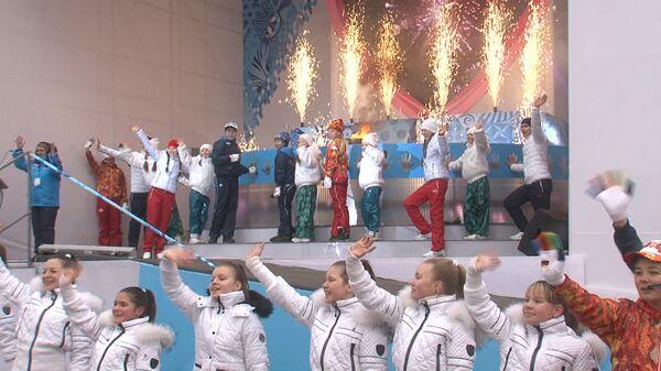 """Огонь Паралимпиады зажгли от огромного """"сердца"""" на эстафете в Москве"""