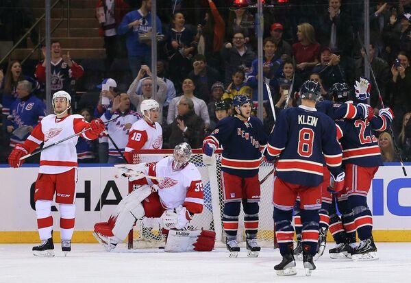 Игровой момент матча Нью-Йорк Рейнджерс - Детройт