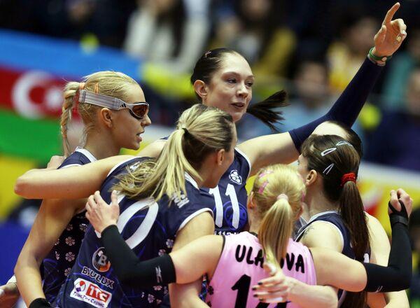 Волейболистки Динамо-Казань радуются выигранному очку
