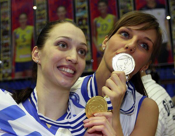Волейболистки Динамо-Казань Евгения Старцева и Ирина Малькова