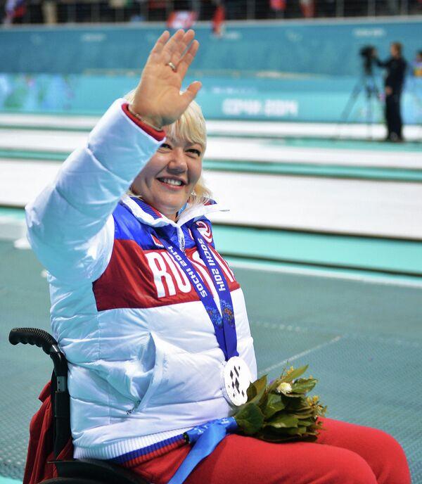 Оксана Слесаренко (Россия), завоевавшая серебряную медаль в соревнованиях по керлингу на колясках