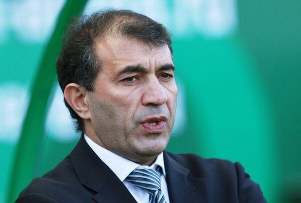 Главный тренер футбольного клуба Терек Рашид Рахимов