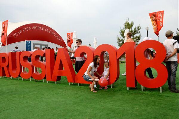 Посетители на площадке чемпионата мира по футболу FIFA 2018