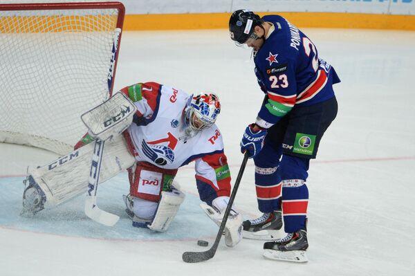 Кертис Сэнфорд (слева) и Алексей Поникаровский