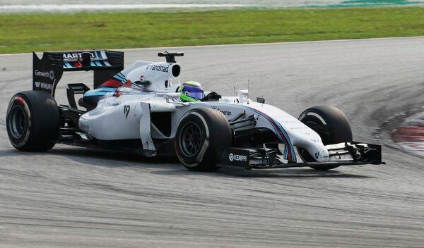 Бразильский автогонщик Уильямса Фелипе Масса на дистанции Гран-при Малайзии