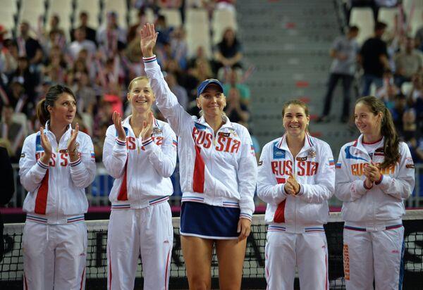 Анастасия Мыскина, Екатерина Макарова, Елена Веснина, Валерия Соловьева и Дарья Касаткина (слева направо)