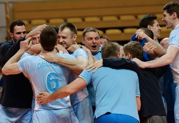 Игроки и тренеры ВК Зенит-Казань радуются победе в финальном матче Финала шести чемпионата России