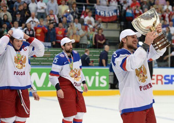 Александр Овечкин, Данис Зарипов и Андрей Зубарев (слева направо)