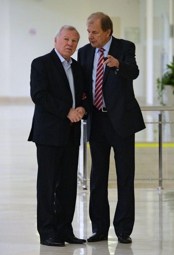 Валерий Фесюк (справа)