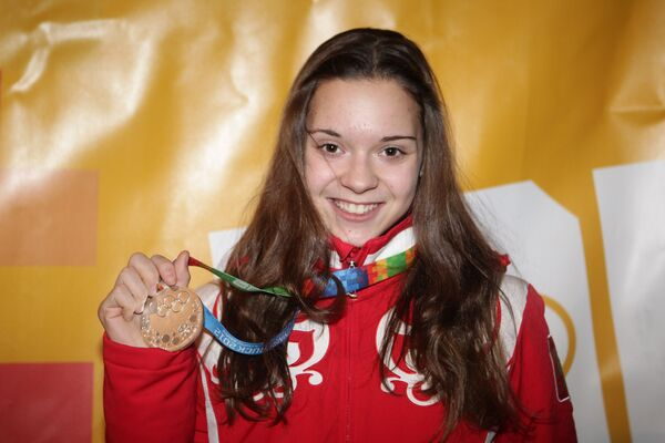 Российская фигуристка Аделина Сотникова, завоевавшая серебряную медаль в женском одиночном катании на I зимних юношеских Олимпийских играх