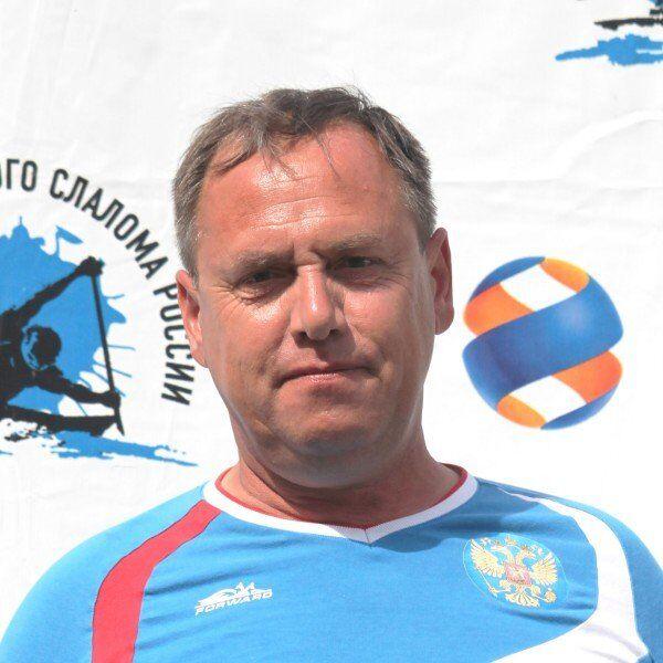 Старший тренер сборной России по гребному слалому среди юношей и юниоров Николай Козлов