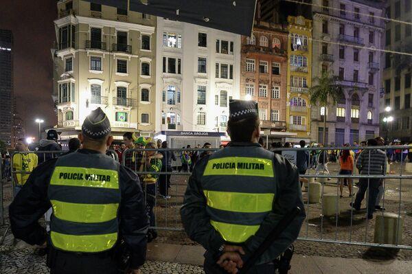 Бразильские полицейские после матча чемпионата мира по футболу 2014 Бразилия - Германия