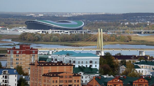 Вид на мост Миллениум и стадион Казань-Арена (слева) в Казани