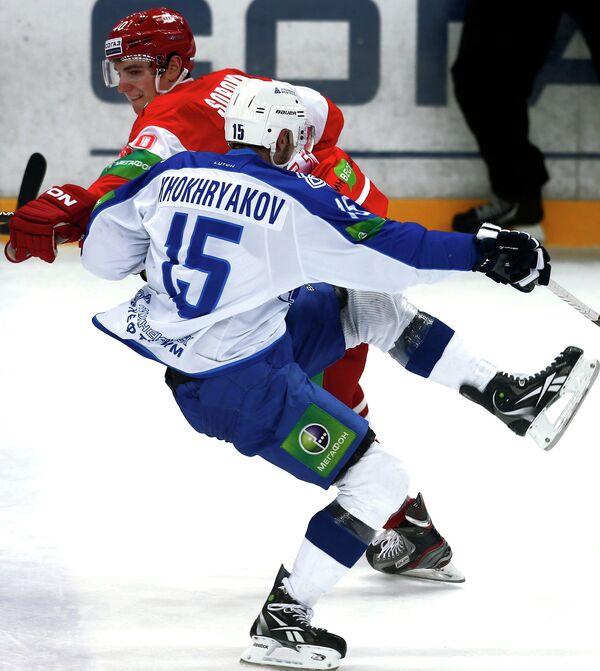 Всеволод Сорокин (слева) и игрок Петр Хохряков