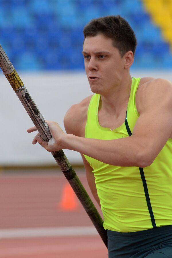 Сергей Кучеряну - поделивший первое место с Ильей Мудровым в прыжках с шестом