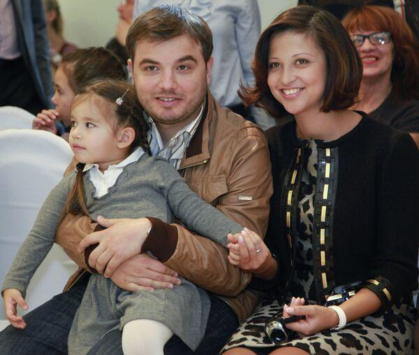 Яна Батыршина с супругом и дочерью