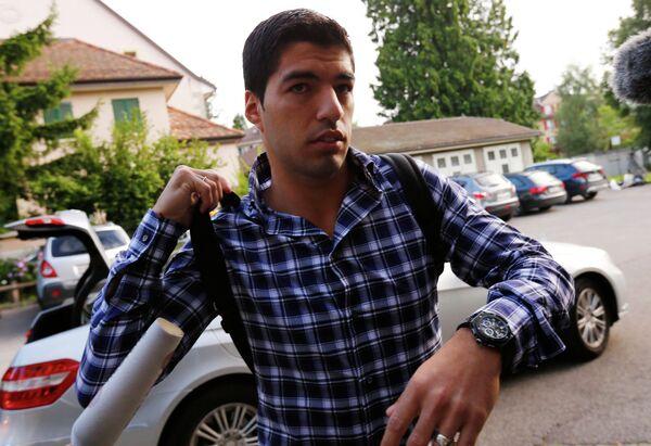 Луис Суарес возле здания Спортивного арбитражного суда (CAS) в Лозанне
