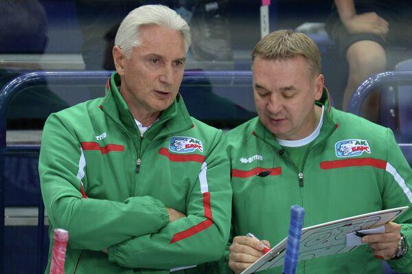 Главный тренер Ак Барс Зинэтула Билялетдинов (слева) и старший тренер Ак Барс Валерий Белов